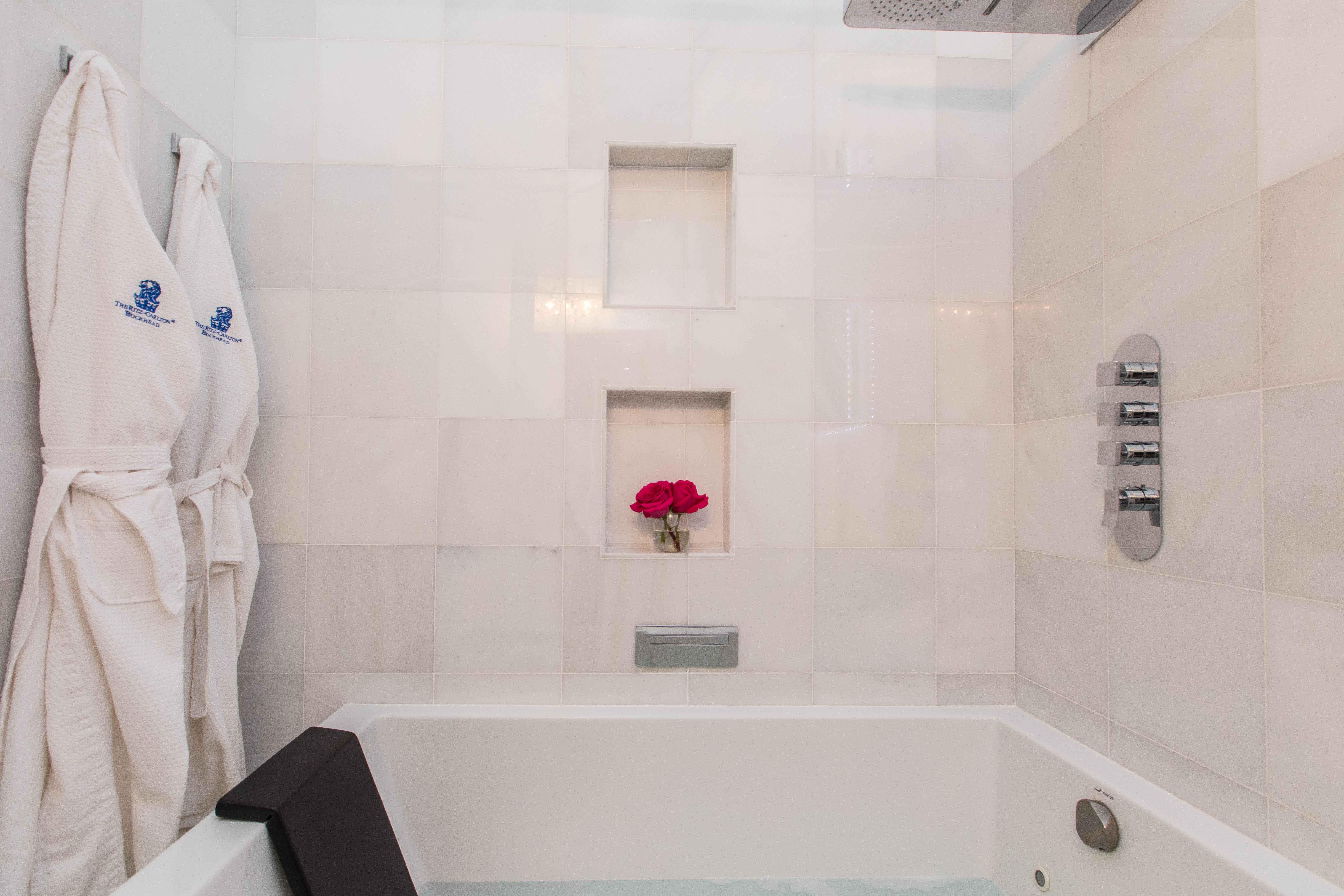 20 Guest Bath2