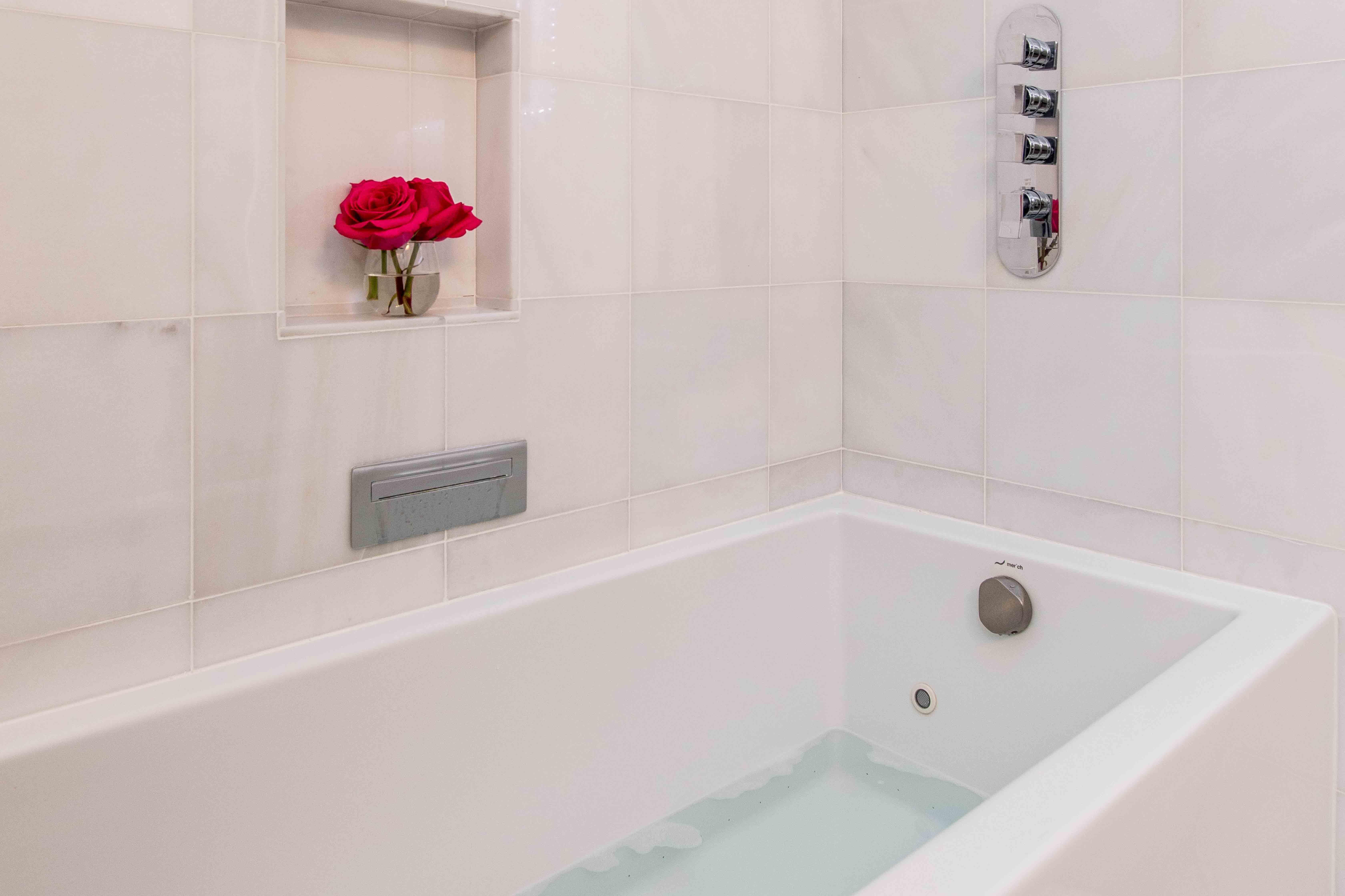 21 Guest Bath3
